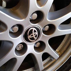 center hubcap installed (42603-52170)