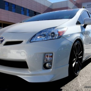 2011-custom-toyota-prius-five-axis-edition-11.JPG